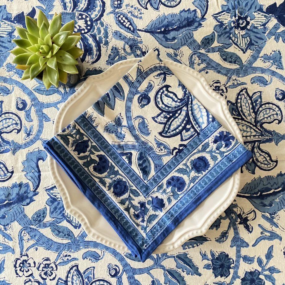Mantel de algodón con estampado de flores blancas