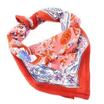 Pañuelo coral con motivos florales
